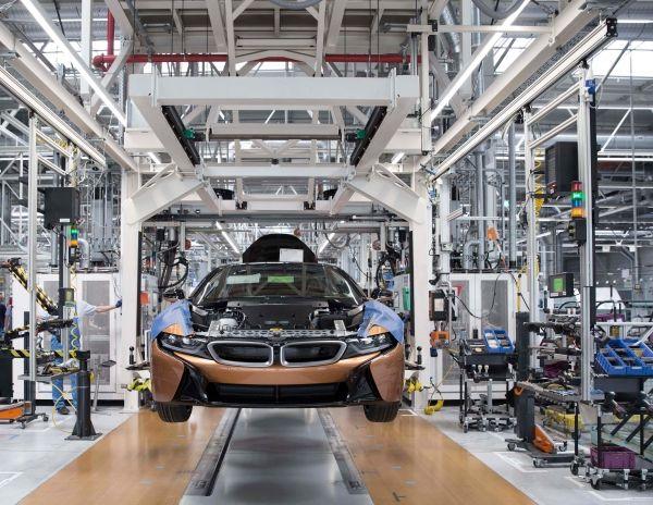 Μαζική παραγωγή του BMW i8 Roadster στο εργοστάσιο του BMW Group στη Λειψία, ταυτόχρονα με την παραγωγή της αναβαθμισμένης έκδοσης του BMW i8 Coupe