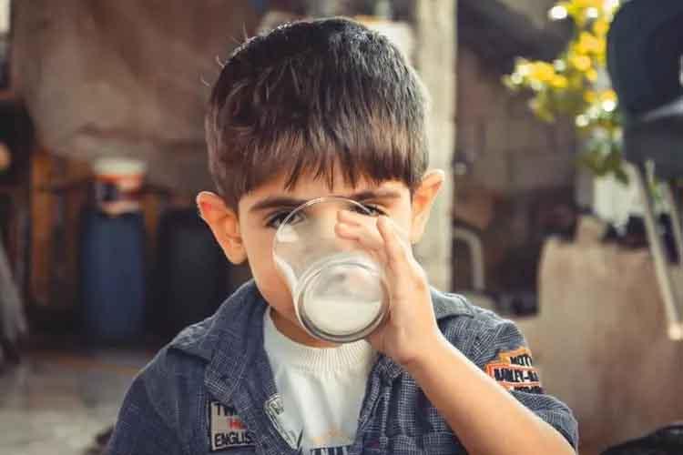 बेबी को मोटा करने के घरेलू उपाय दूध और क्रीम