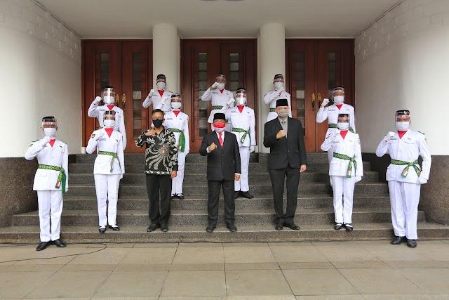 Wakil Walikota Bandung Kukuhkan 100 Anggota Paskibraka