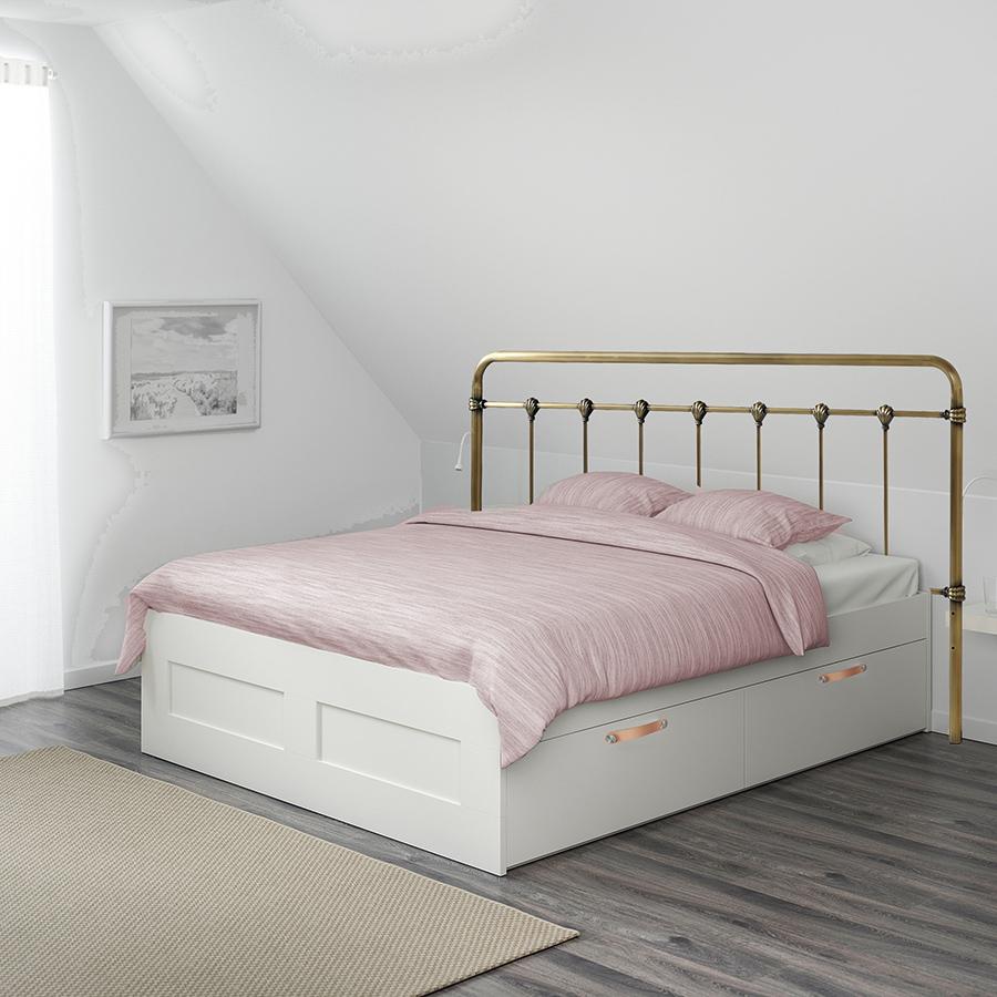 Messinkinen sängynpääty