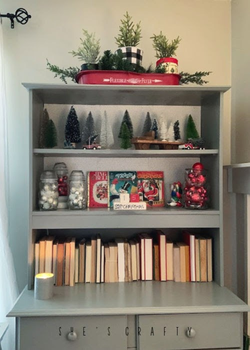 Vintage Christmas Decor Vignettes  |  see various ways to use vintage Christmas pieces in your home decor   | how to decorate a cabinet for Christmas