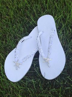 cb99d7ece88420 beyaz gelin parmak arası sandalet flip flop sahil düğünü