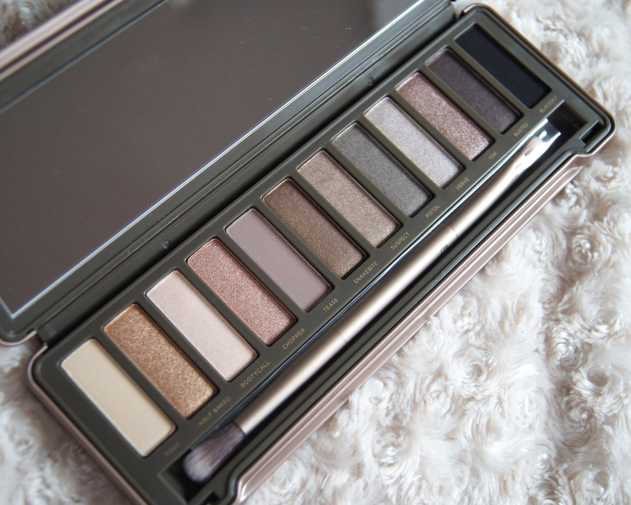 Urban Decay Naked 2 Eyeshadow Palette Review Swatches Bootycall Snakebite Suspect Pistol