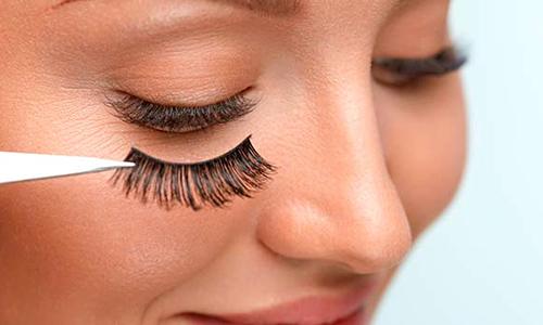 Tendencias maquillaje 2021 pestañas magnéticas