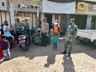 Kanit Sabhara Polsek Anggeraja Melaksanakan Operasi Yustisi Di Pasar Cakke