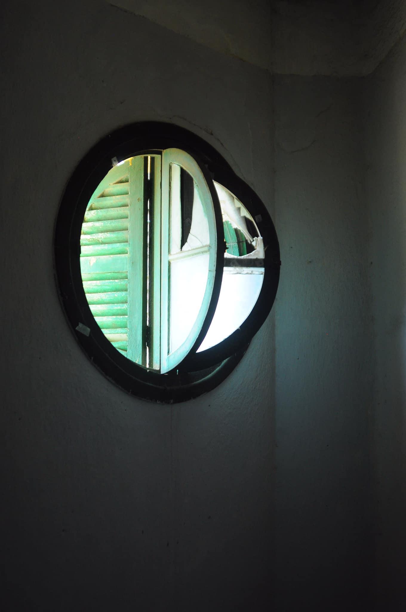 Chi tiết của sổ tròn căn biệt thự bỏ hoang Đà lạt