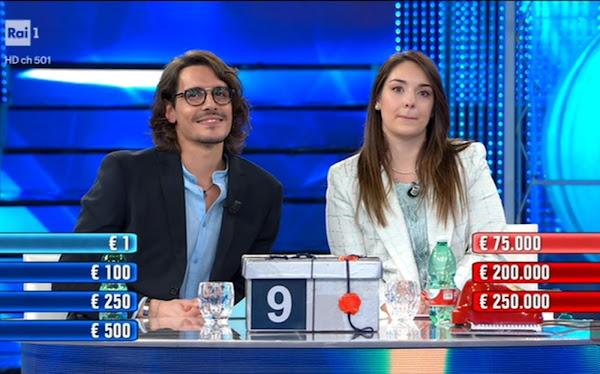 Stefano e Arianna affari tuoi viva gli sposi vincita 200 mila euro