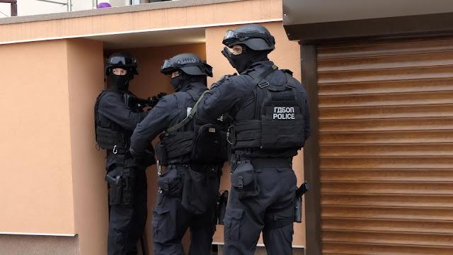 10 са задържаните при спецоперациярта на ГДБОП в Бургас