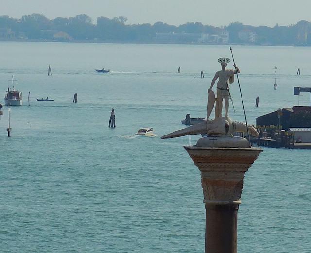 Co skrývají sochy na sloupech piazzetty San Marco? Benátky, san teodoro, benátský lev, benátské legendy