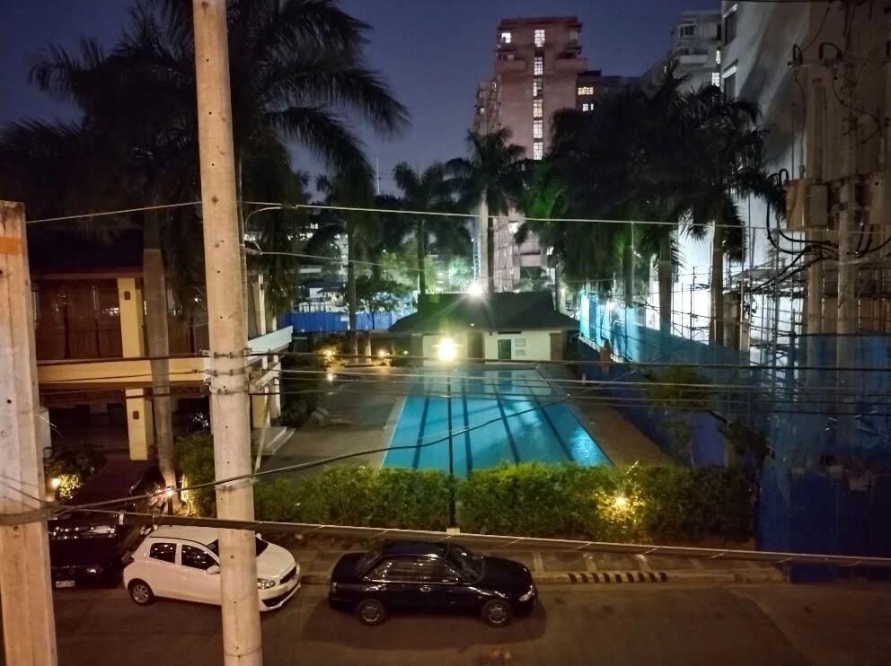 vivo Y31 Camera Sample - Night, Pool