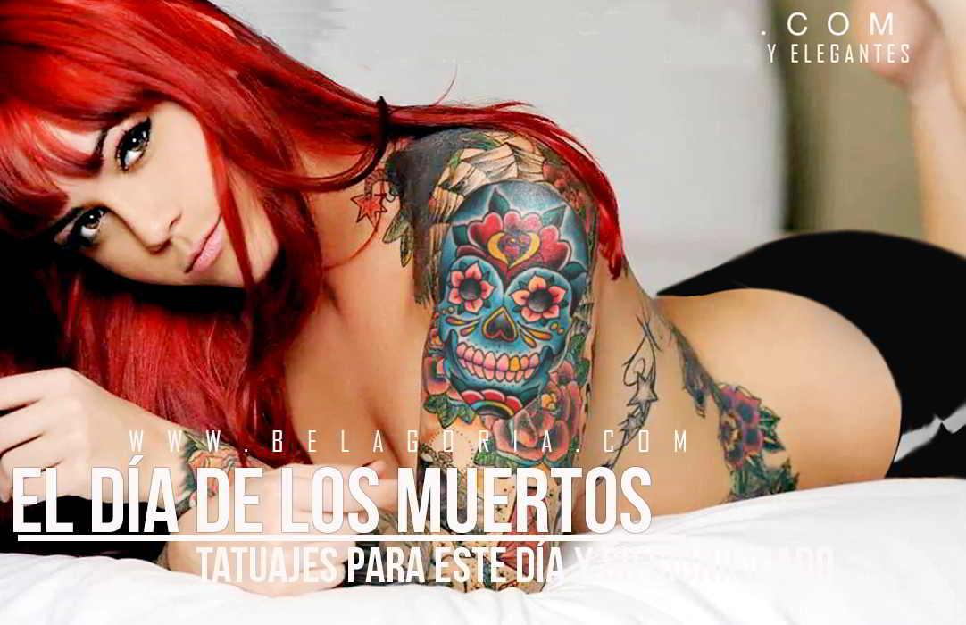 Foto de una mujer acostada lleva en su brazo tatuajes del dia de los muertos