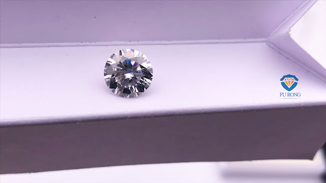 Moissanite-D-Color-10mm-4ct-8-hearts-and-8-arrows-cut-stone-China-Supplier