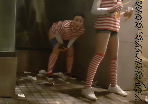 Girls Gotta Go 140 (Spanish drunk girls pee in a public place)