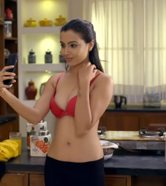 Aarohi Dike Charmsukh Movie Hot Scenes