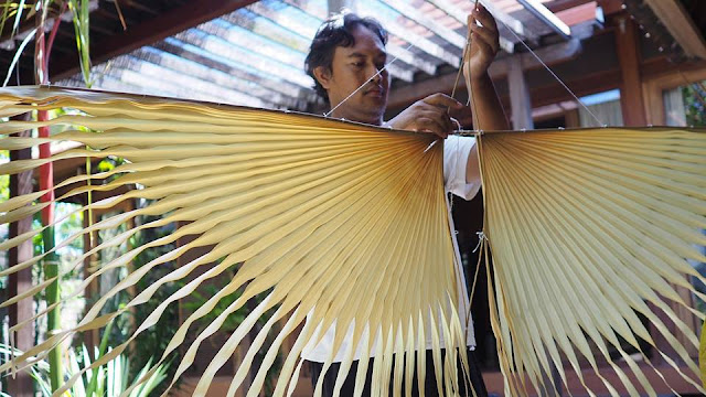 Indonesian kite makers