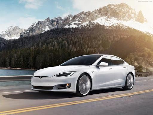 Tesla ultrapassa a Toyota em valor em Bolsa