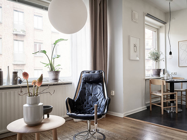 Eclectic scandinavian apartment styled by Grey Deco and photographed by Jonas Berg via Stadshem