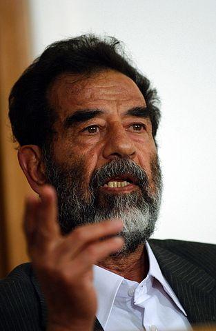 Ο Σαντάμ Χουσεΐν στη δίκη του