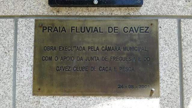 placa inauguração Praia Fluvial Cavez