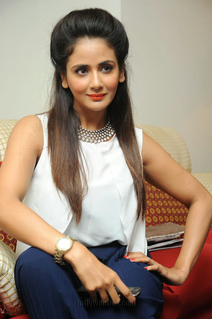 Parul Yadav  IMAGES, GIF, ANIMATED GIF, WALLPAPER, STICKER FOR WHATSAPP & FACEBOOK