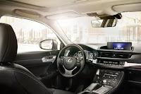 Lexus CT 200h (2018) Interior