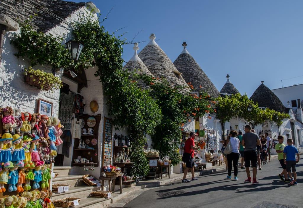Магазины в трулли в Альберобелло, Италия