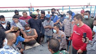 Tolak Tambang, Nelayan Babel Duduki Kapal Isap Produksi (KIP) Citra Bangka Lestari