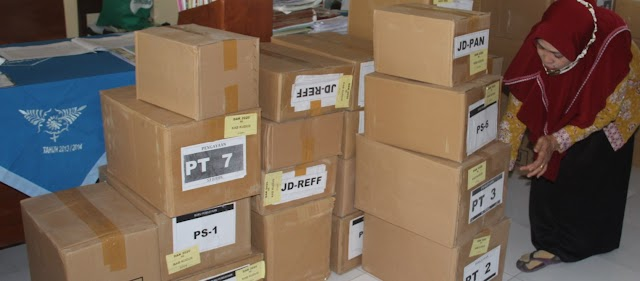 Buku Koleksi Perpustakaan Mulai Dibagikan Tapi Sarana Prasarananya Belum Tersedia