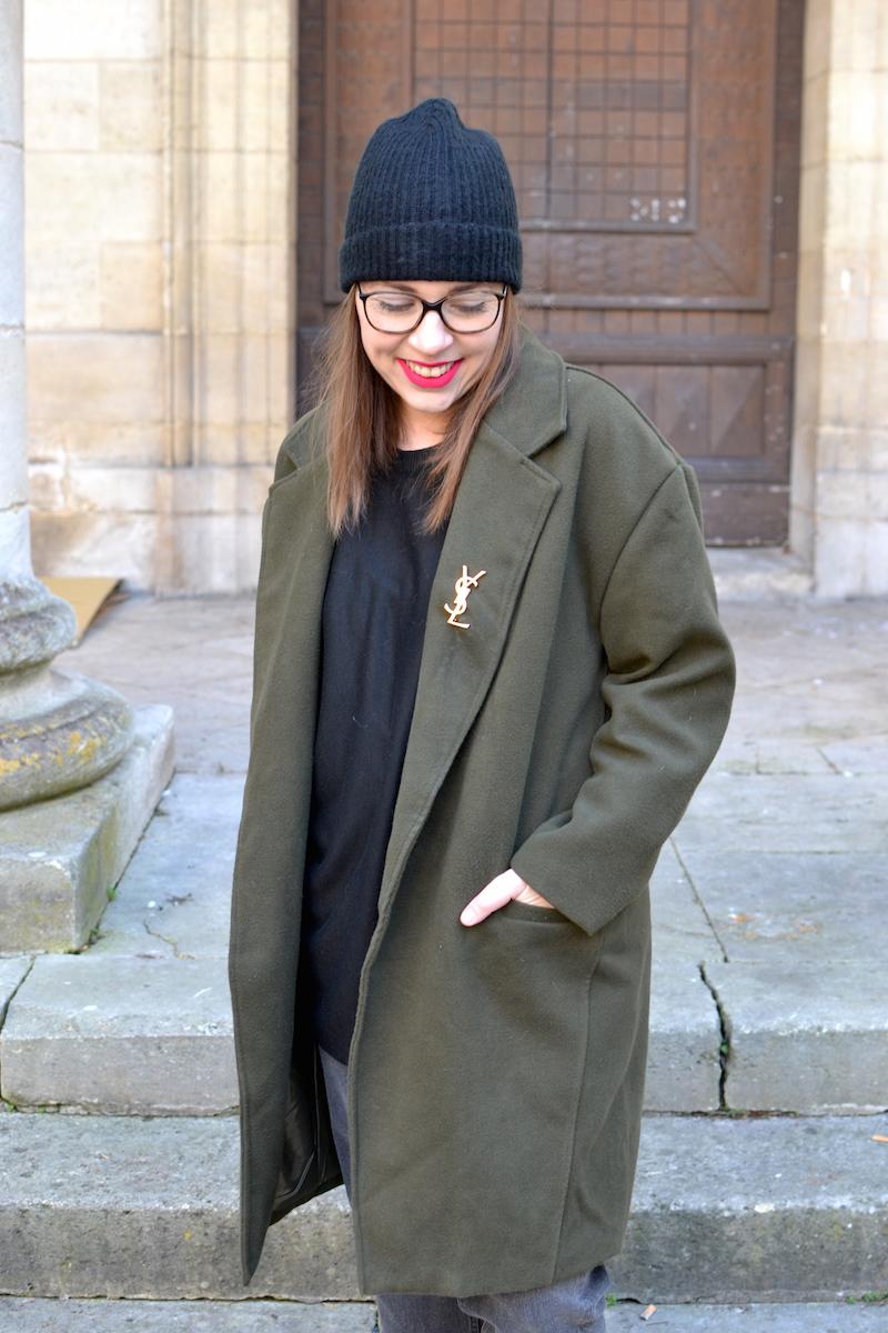 manteau kaki Sheinside, proche YSL de Joli Closet, bonnet noir Etam