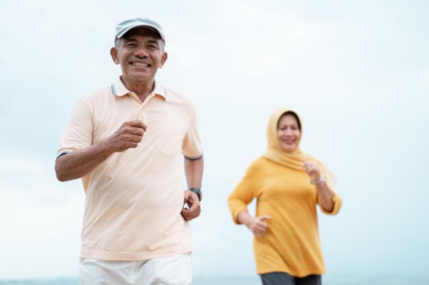 5-olahraga-ringan-yang-harus-dilakukan-orang-tua-secara-teratur