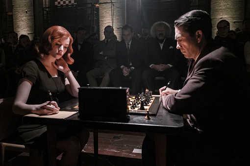Anna Taylor-Joy interprétant Beth Harmon dans « Le Jeu de la dame »  (Phil Bray/Netflix)