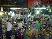 Puesto Mercadillo en el Mercado Antiguo de Hanoi