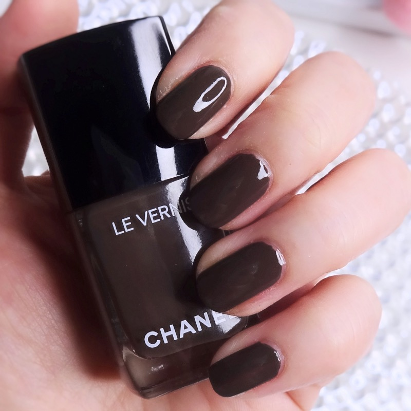 Chanel Le Vernis 905 Brun Fume swatch