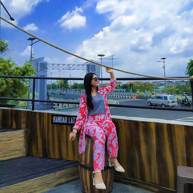Cafe Kapal Bandar Latte Jembatan Brawijaya