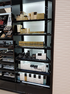 Chanel Cosmetics display in Panama's Airport - www.modenmakeup.com