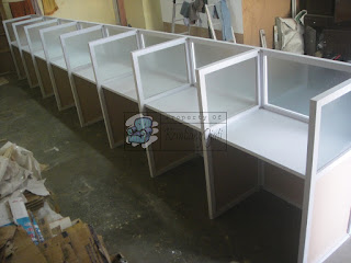 Meja Sekat Kaca Cubicle Workstation For 8 Person  Furniture Kantor Semarang