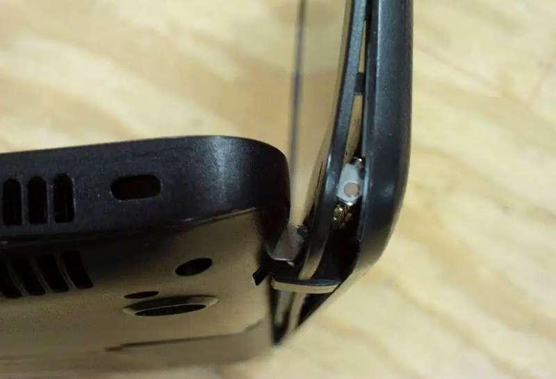Layar Laptop Pecah dan Engsel Tidak Menutup Rapat (olx.co.za)