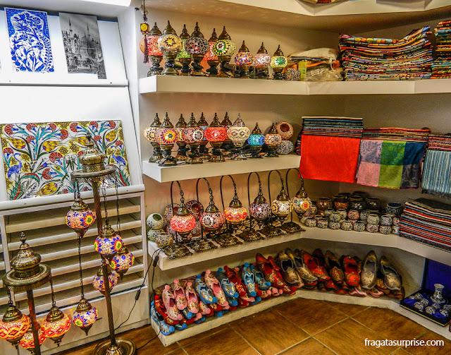 Lojas de produtos típicos da Turquia em Istambul