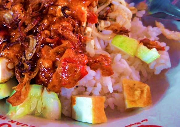 Sego Lengko - Makanan Idola di Tegal Itu Nasi Lengkoan Khas Daerah Pantura  - resep nasi lengko untuk jualan  nasi lengko cirebon  resep nasi lengko khas indramayu  resep nasi lengko bumbu kecap  resep nasi lengko khas tegal  cara membuat nasi lengko  bumbu kacang nasi lengko  resep nasi lengko pagongan cirebon