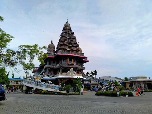 Mengunjungi Bangunan Beraksitektur Unik di Medan