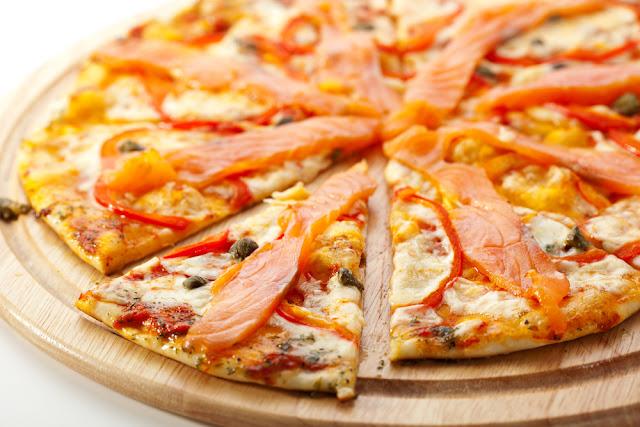 يتزا السلمون  الأكلات للصغير والكبير,بيتزا السلمون,بيتزا الروبيان, وصفات, وصفات الطبخ, وصفات تحظير الطعام,