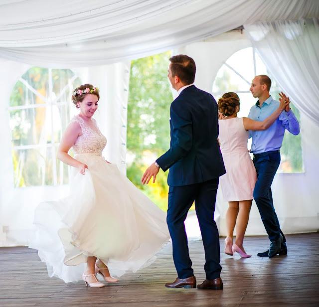 taniec, wesele, ślub, blog ślubny, młoda para, suknia ślubna