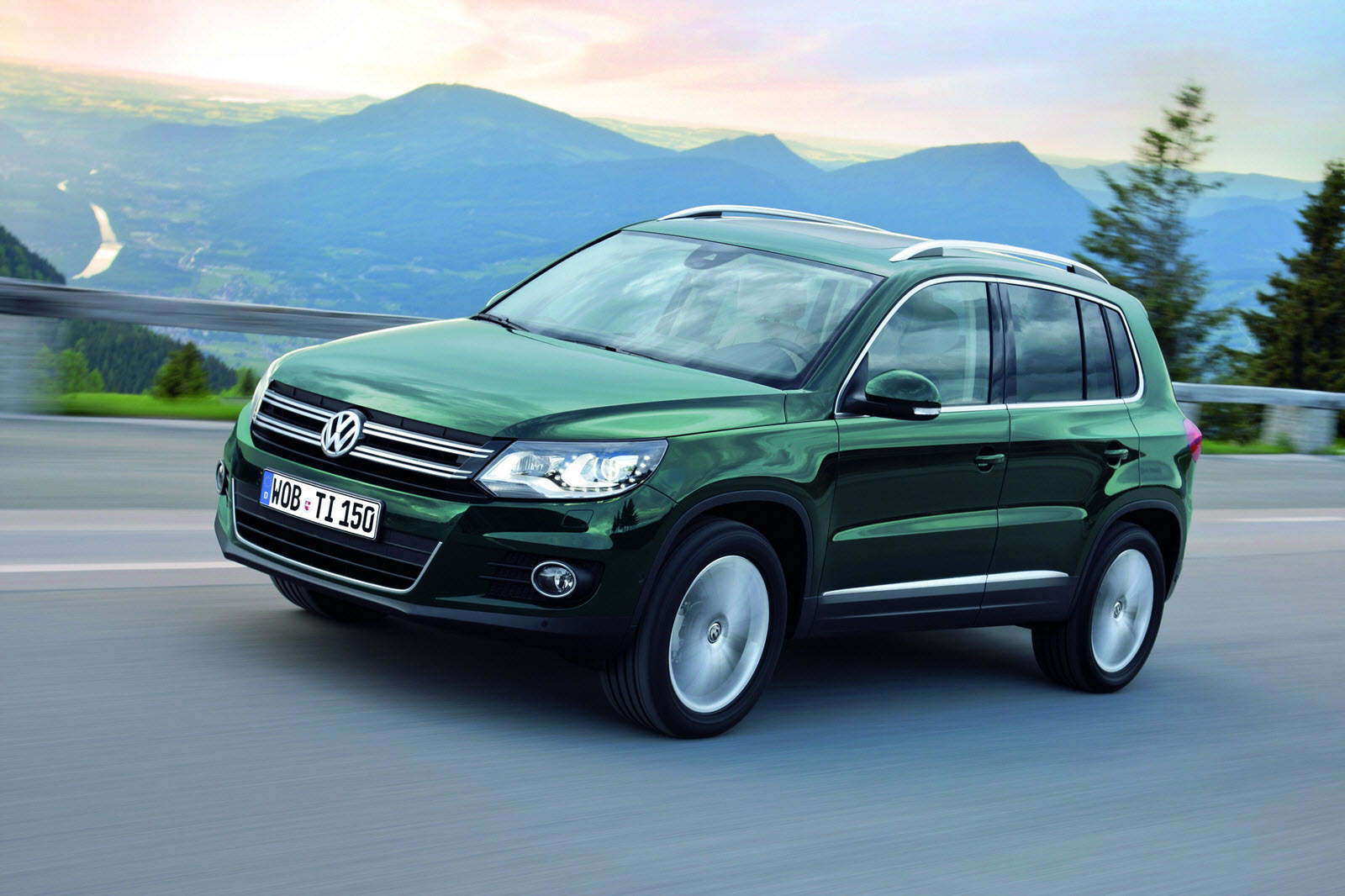 new volkswagen tiguan new front end of touareg new engines new assistance systems. Black Bedroom Furniture Sets. Home Design Ideas