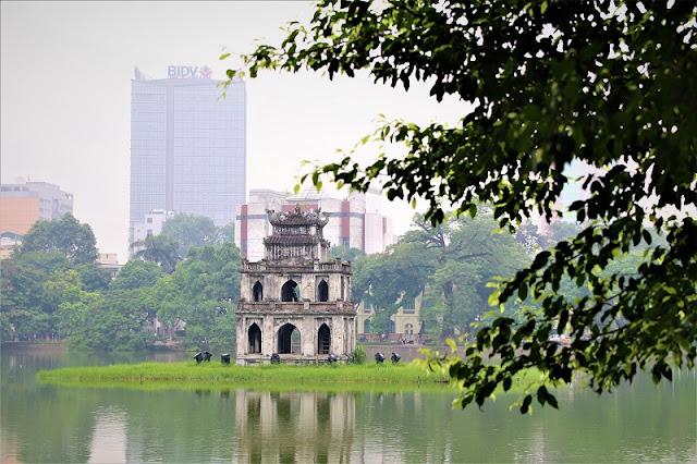 Hoan Kiem lake- the eternal beauty of Hanoi