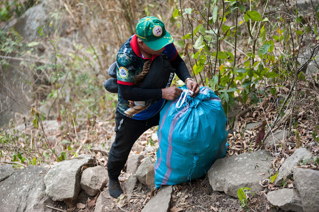 Leo núi Bà Đen bảo vệ môi trường