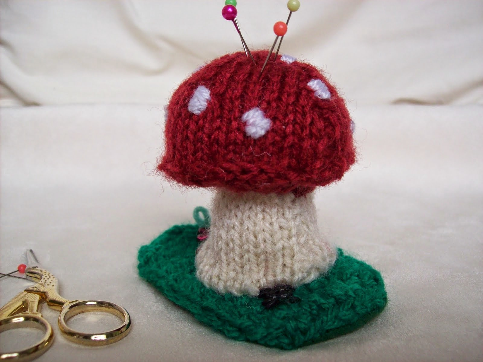 KNITTED TOADSTOOL PINCUSHION