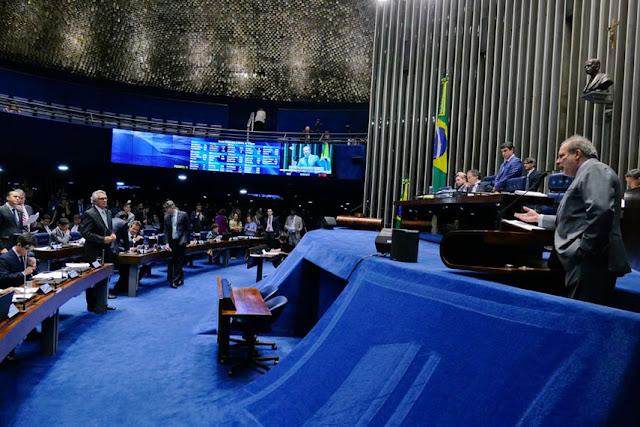 Plenário deve votar reforma política e regulamentação de aplicativos de transporte