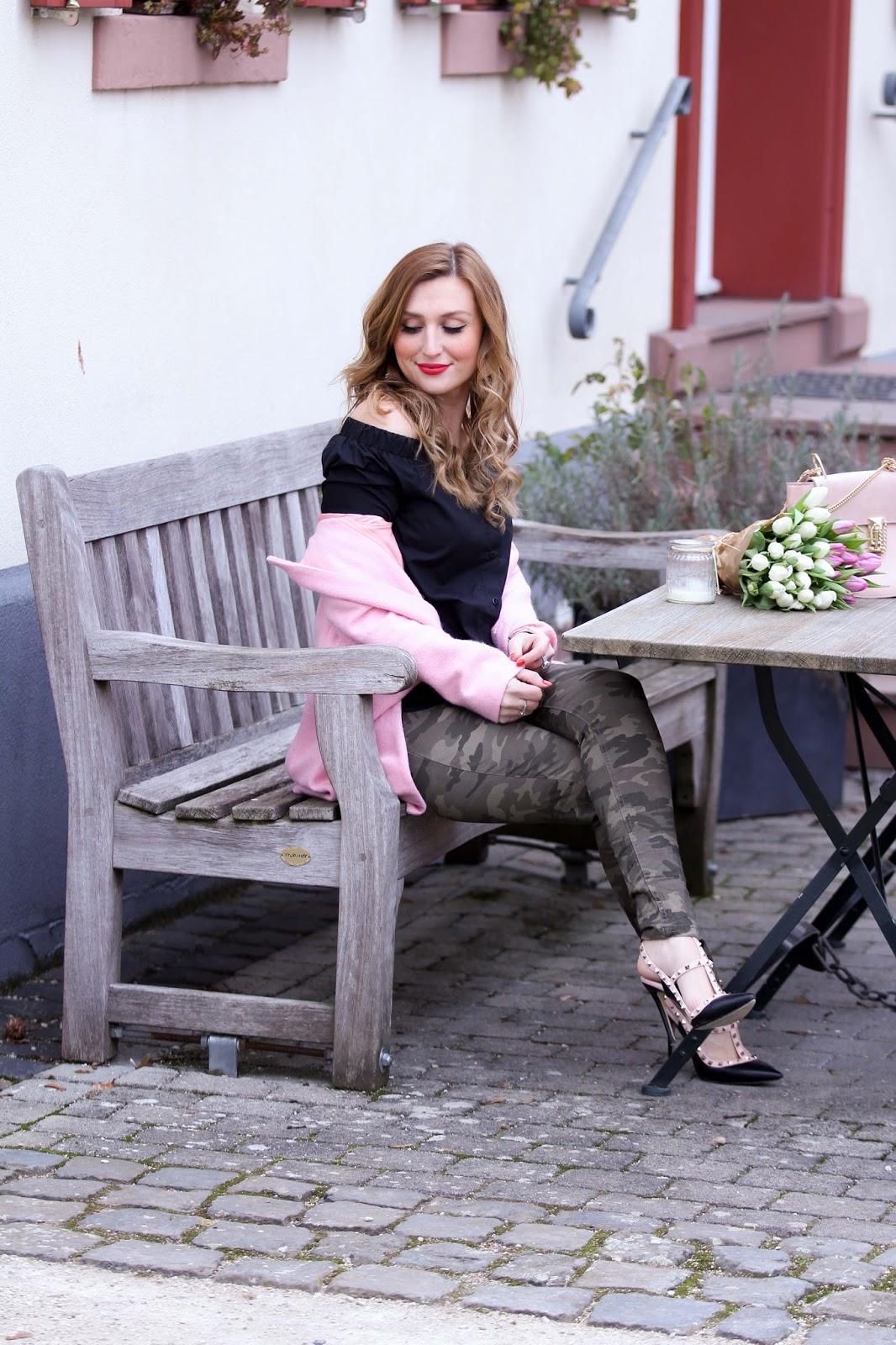 Off Soulder Bluse Und Rosa Mantel Fashionstylebyjohanna