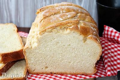 Prosty chleb pszenny na drożdżach (z długą świeżością i chrupiącą skórką)