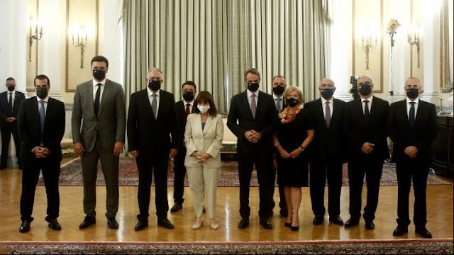 Ορκωμοσία των δέκα νέων μελών της κυβέρνησης
